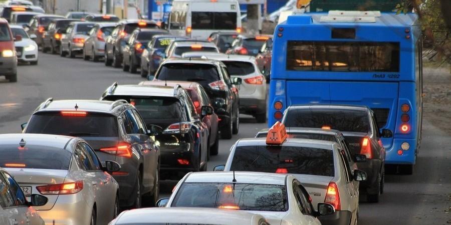 Hoe krijg je mensen uit de auto en in het OV of op de fiets?